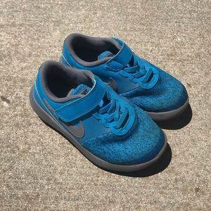 🆕KIDS Nike sneakers, EUC.